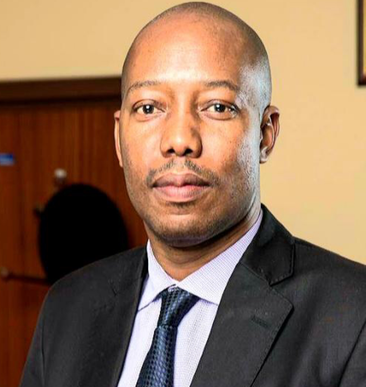 King has very weak PRO in Government Spokesperson Sabelo Dlamini.